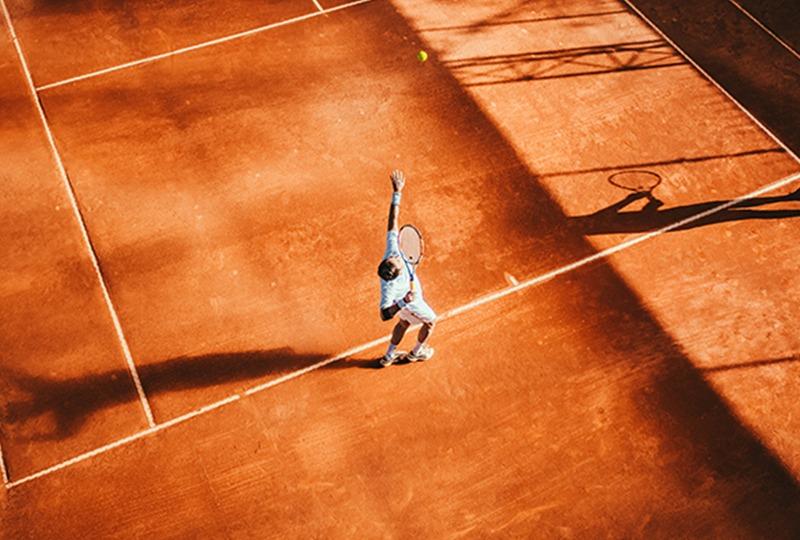 Tennisspieler-Aufschlag