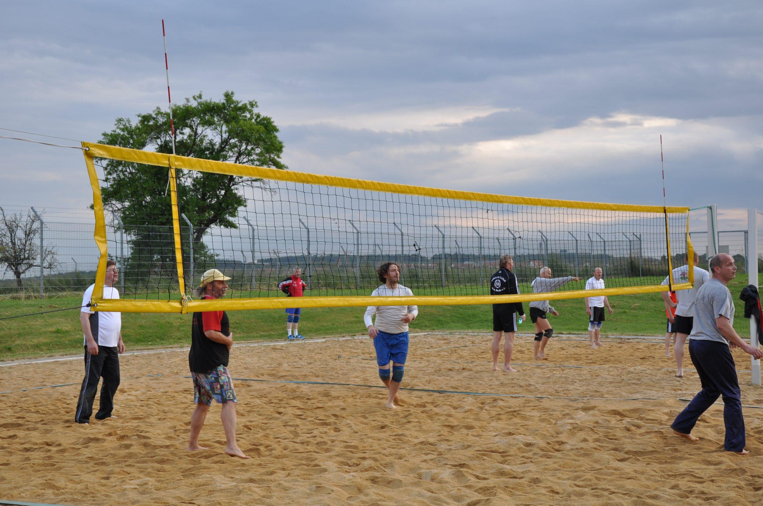 Freizeitsport-Maenner-Volleyball