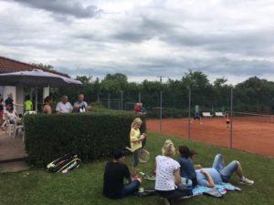 Familienfest-auf-Tennisanlage